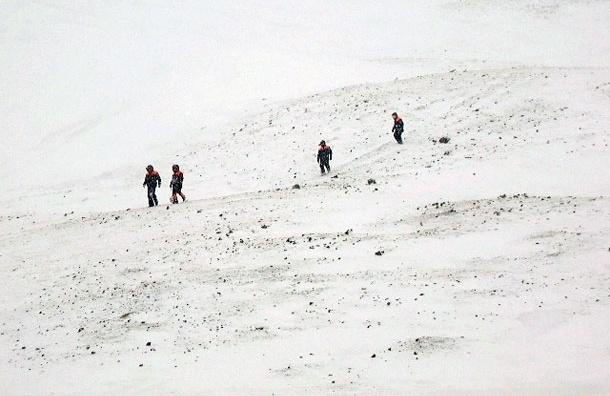 В Туве возобновлена операция по поиску попавших под лавину подростков