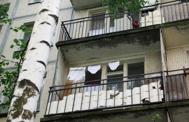 В Выборге в жилом доме обрушился балкон