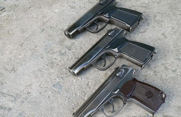 Проспал три пистолета. Охранник «посидел» с приятелем из Молдавии