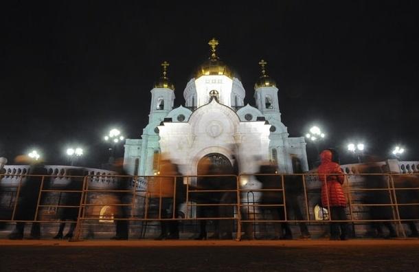 Мужчину, повредившего иконы в Храме Христа Спасителя, ждет суд