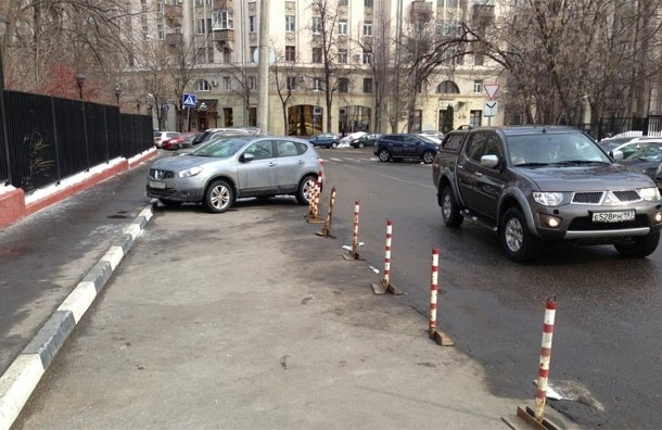 Рейдерский захват … парковки. Как припарковаться горожанину?