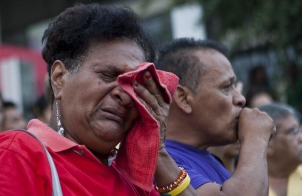 Агрессивная скорбь.  В Венесуэле избили журналистку за репортаж о смерти Чавеса