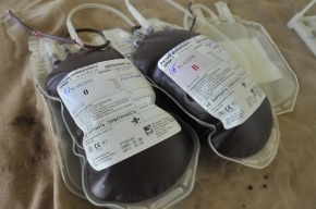 Путин выступил за возвращение денежных выплат донорам крови
