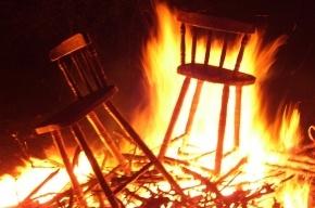В Колпино горит мебельная фабрика