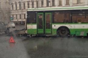 Автобус потерял двигатель на Дворцовой набережной