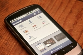Facebook представит свой смартфон или операционную систему