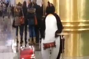 Пингвины устроили концерт в метро Петербурга