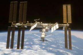 Астронавты МКС поймали корабль Dragon 17-метровым манипулятором