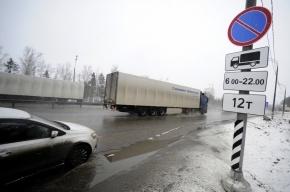 Груз, выпавший из фуры, придавил легковушку на Московском шоссе