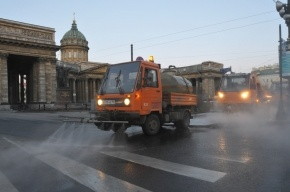 После зимы улицы Петербурга будут мыть шампунем и пылесосить