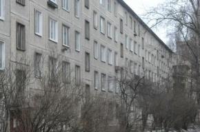 Трехлетняя девочка выпала с пятого этажа в Петербурге