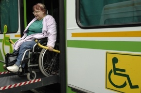 Водителей автобусов в Петербурге обязали помогать инвалидам-колясочникам