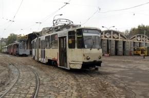 Во Львове преступники похитили трамвай и катались на нем, пока не врезались в дом