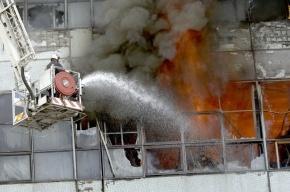 В Петербурге горит здание мебельной фабрики