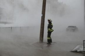 Мужчине обожгло ноги при прорыве трубы на Малой Балканской