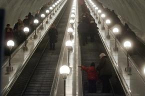 На «Проспекте Просвещения» 38-летняя женщина умерла на эскалаторе