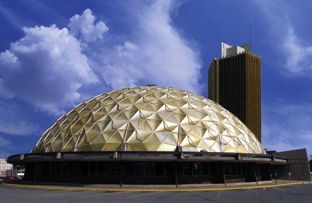 Бонус в $100 тыс., чтобы избавиться от  дома-купола с золотым покрытием