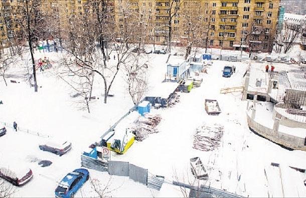 Гараж растет и пухнет. Как строят гаражи в московских дворах