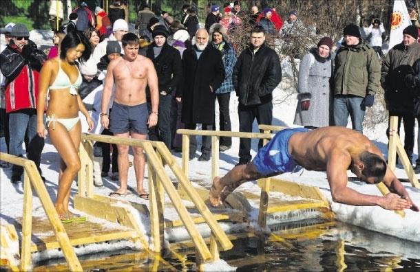 Московские моржи. 8 марта закрыли купальный сезон