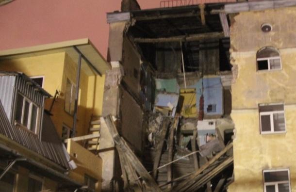 В здании на Лиговском проспекте обрушились межэтажные перекрытия