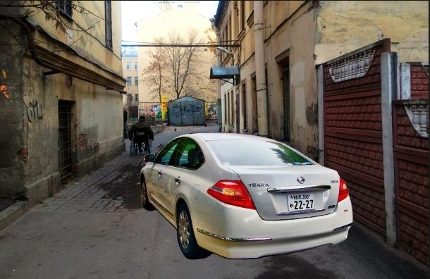 От премиум-класса до обычной «Калины»: рейтинг авто, на которых ездят петербургские муниципалы