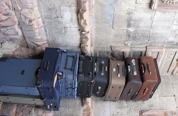 На Ржевке нашли тело мужчины в чемодане на колесиках