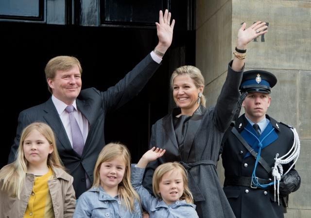 Новый король Нидерландов Виллем-Александр с семьей: Фото