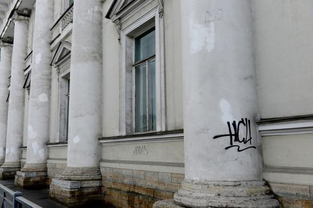 Грязные фасады Петербурга: Фото