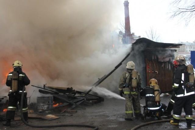 Сгорел автосервис на Днепропетровской улице: Фото