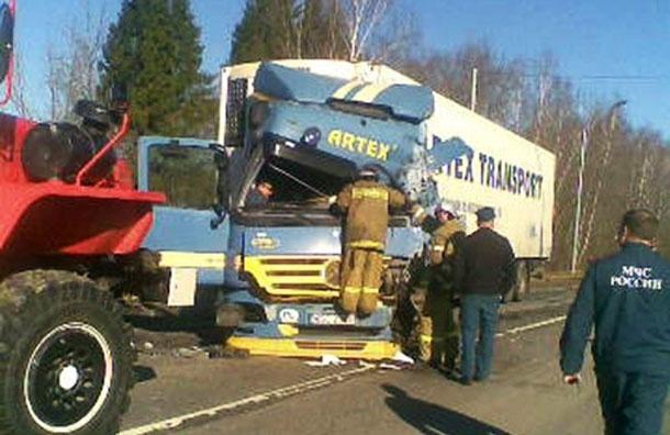 Под Калугой фура протаранила автобус с рабочими - трое погибли, 30 раненых