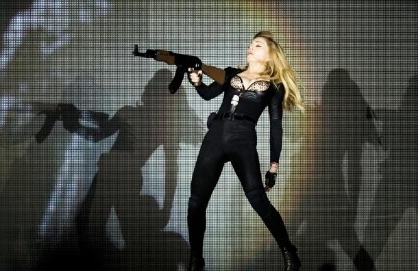 Мадонна провела концерт в Петербурге нелегально, заявили в МИД
