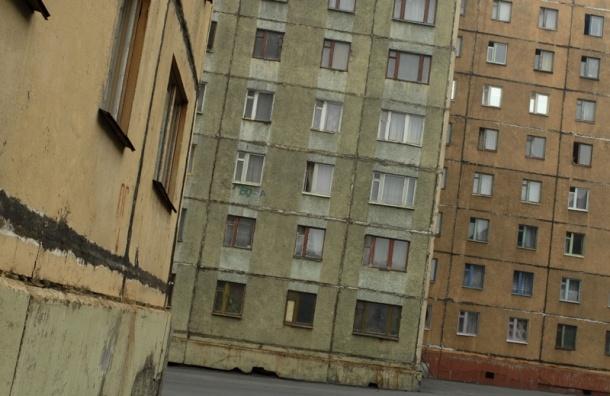 Жительница Норильска задушила и сбросила с девятого этажа подругу, назвавшую ее