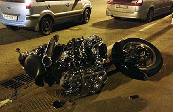 Грузовик насмерть сбил байкера в Москве