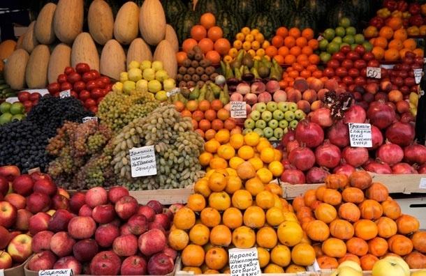 Яблоки возглавили список самых загрязненных пестицидами продуктов.