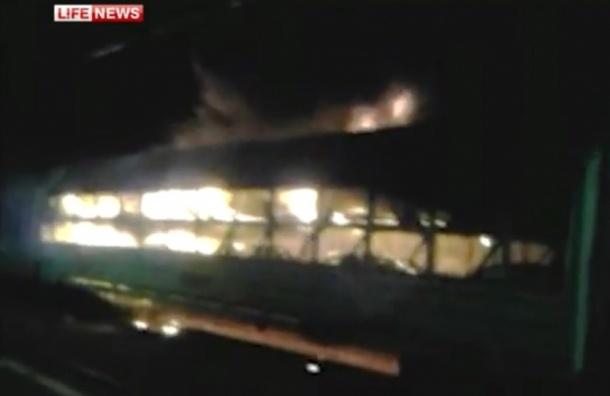 В Подмосковье десять новеньких иномарок взорвались в поезде. ВИДЕО