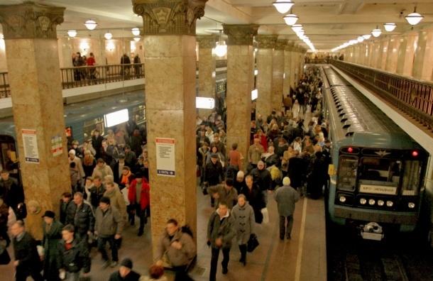 Под поезд в московском метро снова упал человек