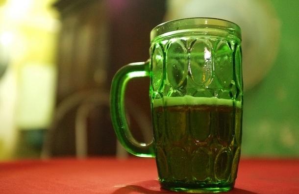 Петербуржца до полусмерти избили пивными кружками в баре