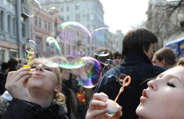 Арбат переезжает на ВВЦ. Москвичи могут участвовать в Dreamflash - шоу мыльных пузырей
