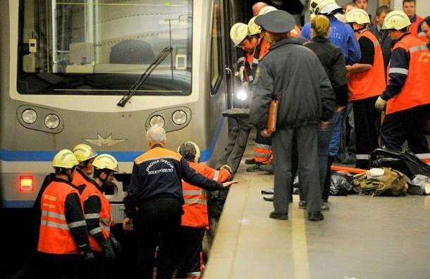 В московском  метро погиб человек, бросившись под поезд