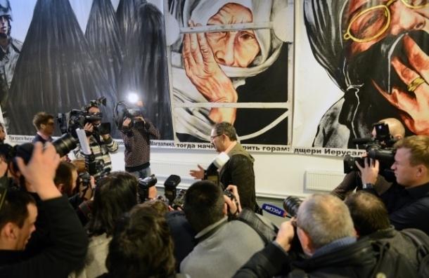 «Ткачей» выгоняют из бизнес-центра на Обводном после выставки Гельмана