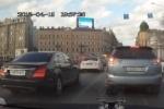 «Синие ведерки»: Губернатор Ленобласти ездит на красный в чужом регионе