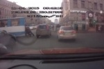 На Московском проспекте пассажирам пришлось толкать сломавшийся троллейбус