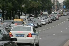 Прокуратура требует убрать рекламные щиты, которые мешают водителям на Петроградке