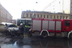 На Лиговском проспекте дотла сгорел «Кадиллак»