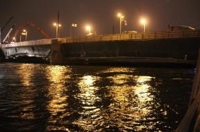 Буксир для отколки льда врезался в опору Дворцового моста и затонул вместе с экипажем