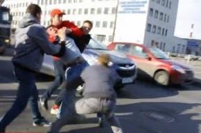 В Петербурге «Стопхамы» избили водителя «Газели» и уложили лицом на асфальт