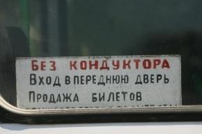 Водитель 128-го автобуса гонялся за пассажирами с железным прутом