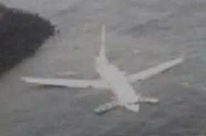 Боинг 737 упал в море у острова Бали: все 172 пассажира остались живы