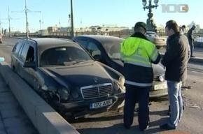 Пять автомобилей угодили в серьезное ДТП на Троицком мосту