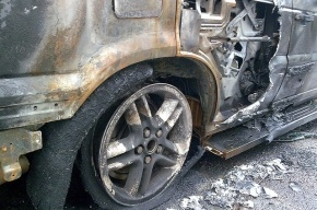 На Невском проспекте столкнулись и загорелись джип и легковушка